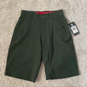 NWT Under Armour Match Play Golf Shorts Size 28